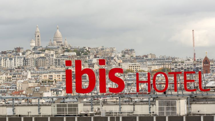 L'hôtel Ibis Clichy-Batignolles, à Paris. (BRUNO LEVESQUE / MAXPPP)