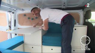 Parmi les 1 700 exposants attendus à la Foire de Paris, la société Nolty propose de transformer son utilitaire en véritable camping-car. (FRANCE 2)
