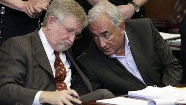 Dominique Strauss-Kahn et son avocat William Taylor (19 mai 2011) (AFP/Richard Drew)