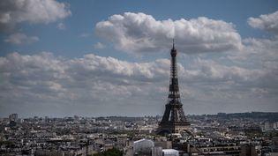 La tour Eiffel, le 8 mai 2021, à Paris. (MARTIN BUREAU / AFP)