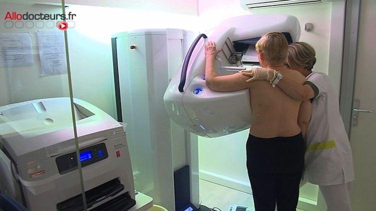 """""""Le cancer colorectal diagnostiqué tardivement"""", entretien avec Frédéric de Bels, responsable du département dépistage à l'Institut National du Cancer"""
