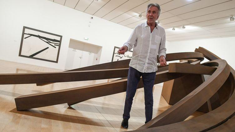Bernar Venet au milieu de ses oeuvres, MAC de Lyon, 20 septembre 2018  (PHILIPPE DESMAZES / AFP)
