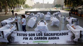 Une manifestation contre le changemet climatique à Santiago (Chili), le 17 octobre 2019, où devait être organisée la COP25. (RODRIGO GARRIDO / AFP)