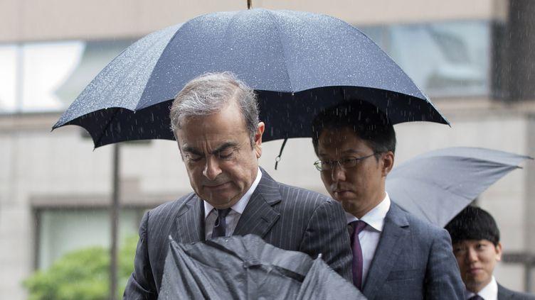 Carlos Ghosn arrive au tribunal de Tokyo le 24 juin 2019, pour une audience de préparation à son procès. (KAZUHIRO NOGI / AFP)