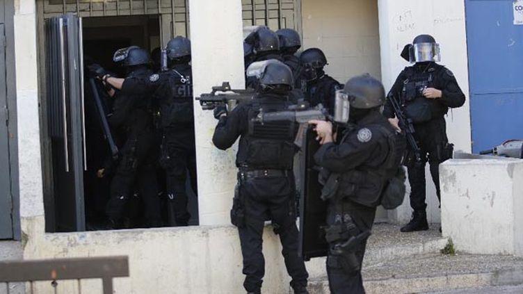 (Après des tirs de Kalachnikov, la police avait investi la cité de la Castellane, le 9 février © MaxPPP)