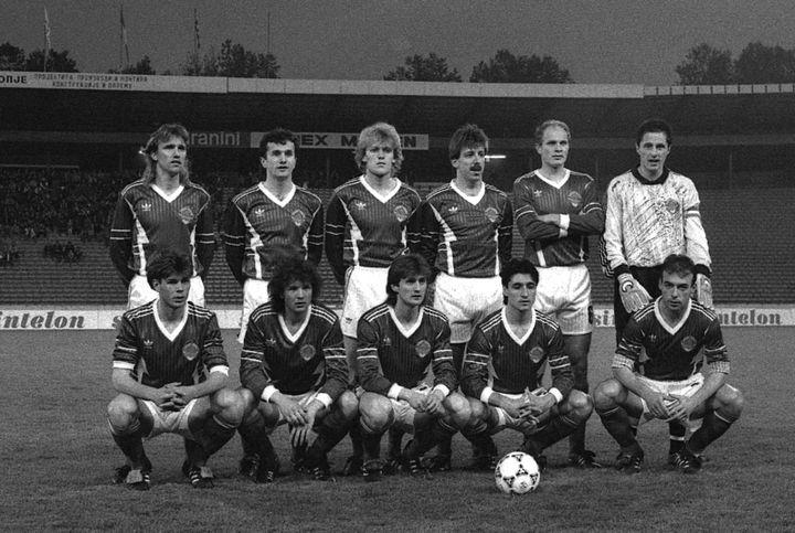 La sélection Yougoslave de football, avant leur match de qualification à l'Euro 1992, le 16 mai. (NEBOJSA PARAUSIC / AFP)