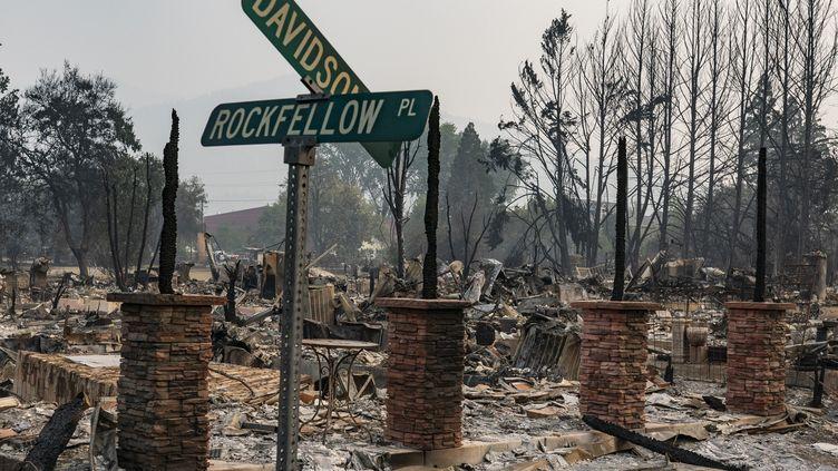 Les ruines d'une maison, à Talent, dans l'Oregon, mardi 15 septembre 2020. (NATHAN HOWARD / GETTY IMAGES NORTH AMERICA / AFP)