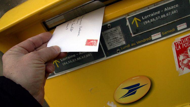 23 558 plis, essentiellement des courriers, ont été découverts au domicile d'une factrice qui travaillaitdans le secteur de Cadillac, à 40 km au sud de Bordeaux (Gironde). (MAXPPP)