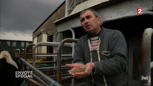 """Un éleveur en colère contre Sanders et Xavier Beulin : """"C'est la dépendance à l'agroalimentaire qui a ruiné le monde paysan"""" (FRANCE 2 / FRANCETV INFO)"""
