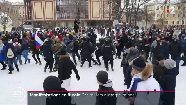 Russie : des milliers d'interpellations lors de manifestations pro-Navalny