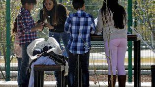 La Française Maude Versini, ex-épouse de l'ancien gouverneur de l'Etat de Mexico Arturo Montiel, retrouve ses enfants, le 20 décembre 2014, à Toluca (Mexique). (JOSE JUAN HERNANDEZ / AGENCIA MVT/AFP)