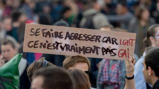 Des manifestants défilent contre les violences anti-LGBT+, le 21 octobre 2018 à Paris. (ESTELLE RUIZ / NURPHOTO / AFP)