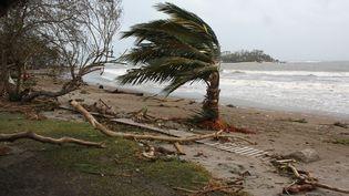 Les vents supérieurs à 300 km/h ont dévasté l'archipel du Vanuatu, entre le 13 et le 14 mars 2015, comme icisur la plage de Port-Vila, la capitale. (KRIS PARAS / REUTERS)