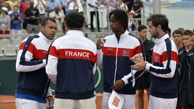 Jo-Wilfried Tsonga, Yannick Noah (de dos), Gaël Monfils et Gilles Simon lors du premier tour de Coupe Davis en 2016 (MIGUEL MEDINA / AFP)