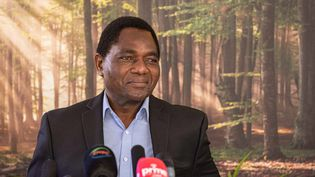 Le nouveau président de la Zambie lors de sa première conférence de presse le 16 août 2021 à Lusaka. (PATRICK MEINHARDT / AFP)