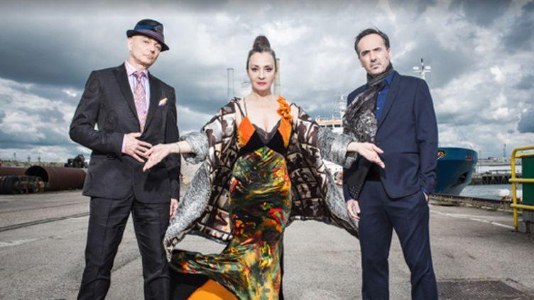 Catherine Ringer entourée de Makaroff et Müller (Gotan Project)  (Because Music)