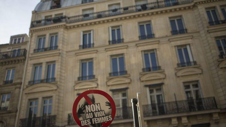 Illustration. Une pancarte pendant une manifestation pour les droits des femmes à Paris, le 8 mars 2015. (MAXPPP)
