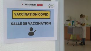 Des entreprise proposent aux seniors, contre rémunération, un accompagnement pour se faire vacciner. (F. Daireaux / France Télévisions)