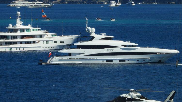 Yachts au large de la Croisette pendant le 72e Festival de Cannes (LAURENT EMMANUEL / AFP)