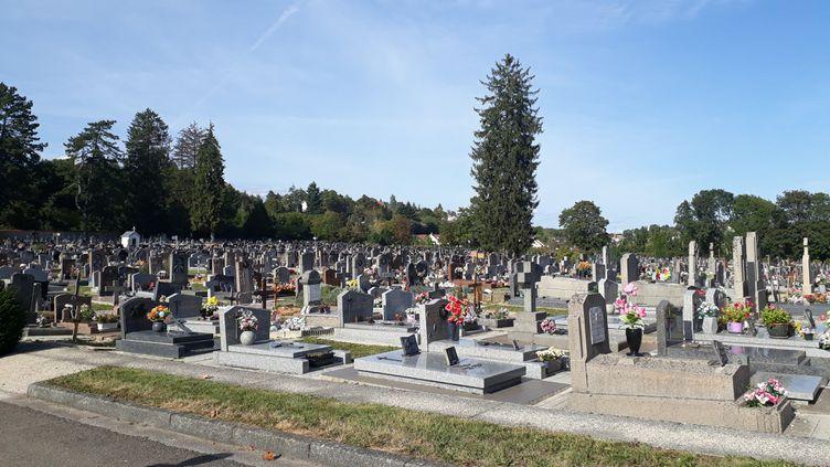 Pendant le confinement, 20 personnes maximum sont autorisées lors des obsèques. (ANNE FAUVARQUE / RADIO FRANCE)