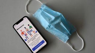 L'application pour smartphones TousAntiCovid, qui sera un des moyens de présenter le pass sanitaire envisagé par le gouvernement en France. (Photo d'illustration) (PASCAL GUYOT / AFP)