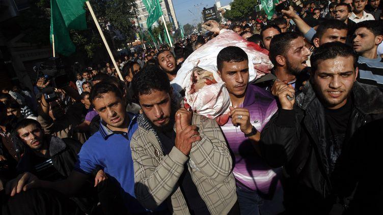 Les funérailles d'Ahmad Jaabari, chef des opérations militaires du Hamas, le 15 novembre 2012 à Gaza. (MOHAMMED ABED / AFP)