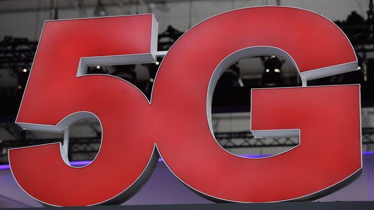 Le logo 5G au Mobile World Congress à Barcelone (Espagne). (JOSEP LAGO / AFP)
