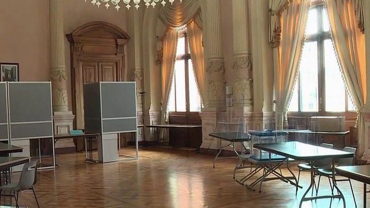 Elections régionales et départementales : à la recherche d'assesseurs (France 2)