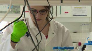 Les États-Unis pourraient être sur le chemin d'un remède contre le coronavirus. Des tests cliniques sur des humainsdoiventdébuter la semaine prochaine. (France 2)