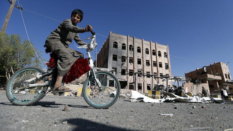 Un enfant à Sanaa (Yémen), le 5 février 2018. (MOHAMMED HUWAIS / AFP)