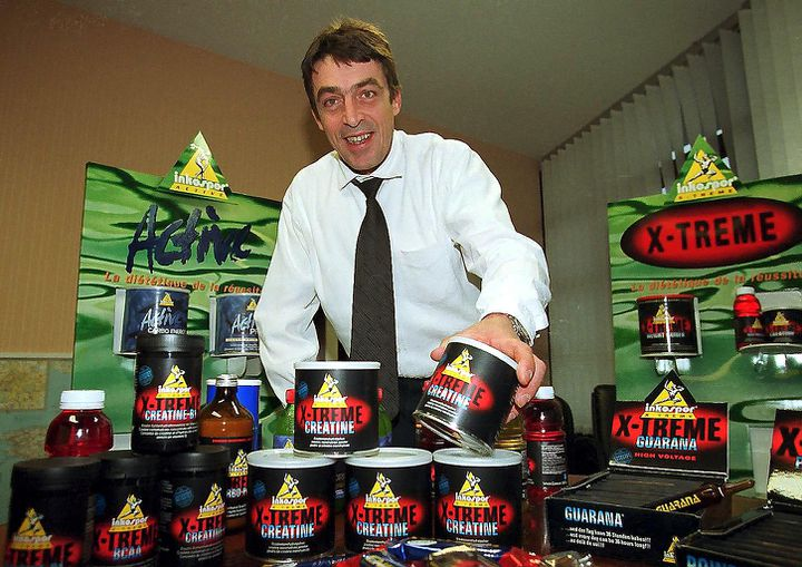 Patrick Mazzei, le PDG de la société Inko, spécialisée dans la nutrition sportive, présente ses produits contenant de la créatineà Peyruis(Alpes-de-Haute-Provence) en février 2006. (MAXPPP)