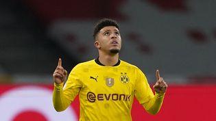 L'attaquant Jadon Sancho, ici le 13 mai dernier face au RB Leipzig, est officiellement un Red Devil. (MICHAEL SOHN / AP-POOL / AFP)
