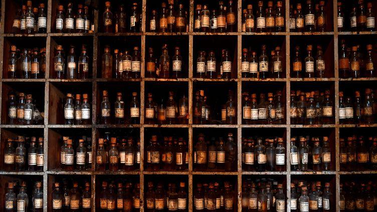 Des bouteilles de cognac (illustration). (GEORGES GOBET / AFP)