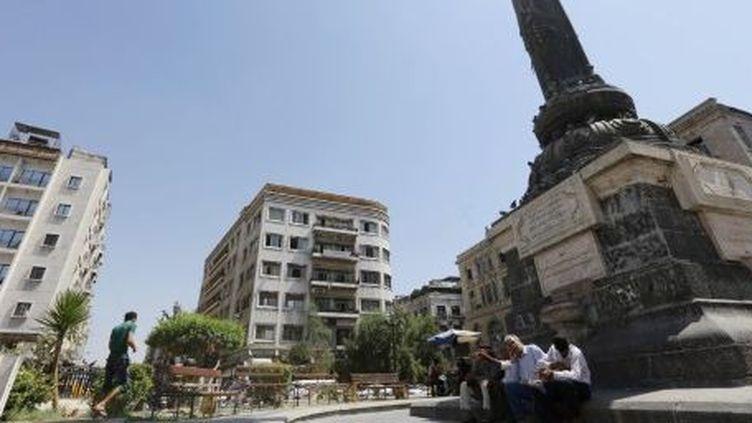 Des Syriens se détendent dans un jardin public de Damas, le 3 septembre 2013. (AFP/Louai Beshara)