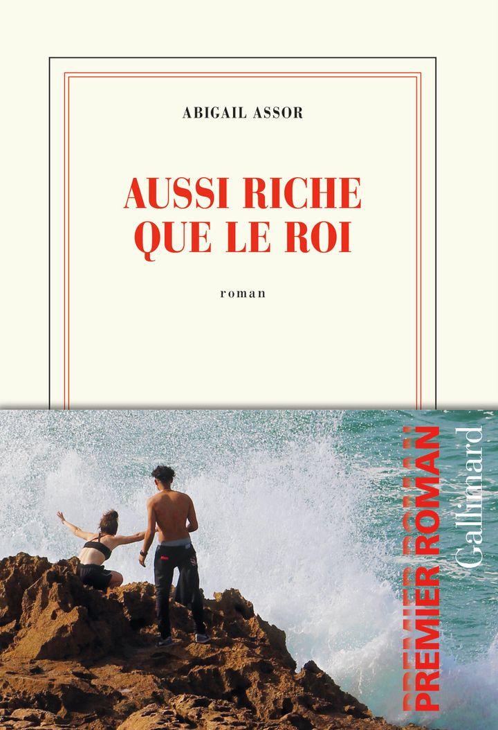 """Couverture de """"Aussi riche que le roi"""", d'Abigail Assor, 2021 (GALLIMARD)"""
