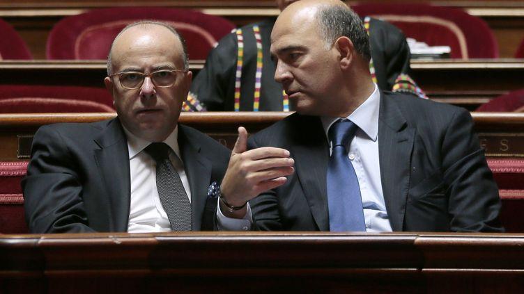 Pierre Moscovici ministre des finances et Bernard Cazeneuve ministre du budget en session au Sénat le 19 septembre 2013 (JACQUES DEMARTHON / AFP)