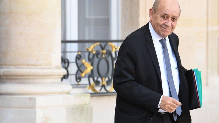 Le ministre des Affaires étrangères quitte le palais de l'Elysée, à Paris, le 12 février 2020. (ALAIN JOCARD / AFP)