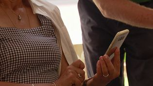 Pass sanitaire : à Nice, des ateliers pour aider les personnes âgées avec les outils numériques (France 3)