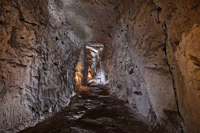 Dans les souterrains de Naours (Somme) en 2015.  (Dominique Bossut - Inrap)