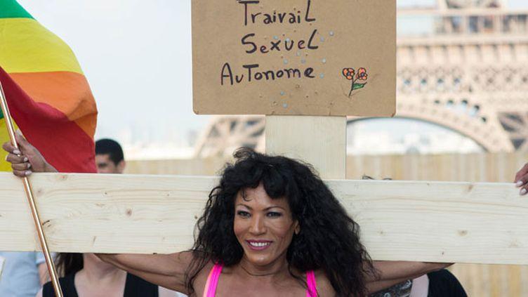 (Le 5 juin dernier, le Strass (syndicat du travail sexuel) organisait une manifestation sur le parvis du Trocadéro © MaxPPP)