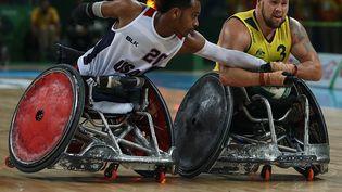 Rio de Janeiro, 18 septembre 2016. L'australien Ryley Batt en pleine action contre l'américain Josh Brewer durant le match de rugby fauteuil au Jeux paralympiques de Rio 2016. (BUDA MENDES / GETTY IMAGES SOUTH AMERICA)
