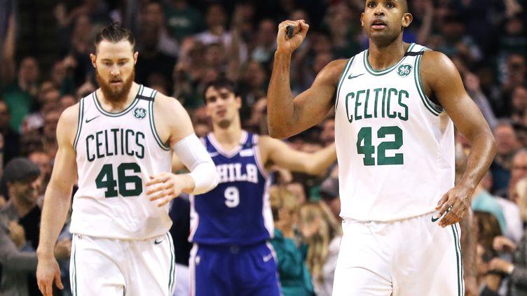 Aaron Baynes et Al Horford (Boston Celtics). (MADDIE MEYER / GETTY IMAGES NORTH AMERICA)