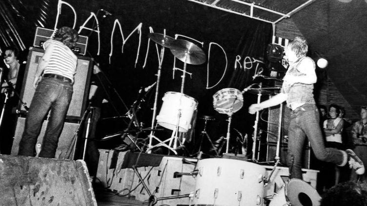 Fin de concert des Damned à Mont de Marsan en 1977  (PHOTOPQR/MAXPPP)