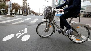 Le Vélib', dans les rues de Paris. (FRANCOIS MORI/AP/SIPA / AP)