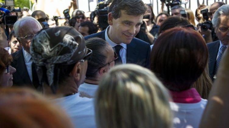 Le ministre du Redressement productif, Arnaud Montebourg, s'est rendu à Gémenos(Bouches-du-Rhône) pour rencontrer les salariés de Fralib,vendredi 25 mai 2012. (FRED DUFOUR / AFP)