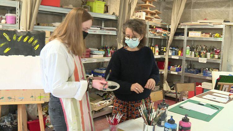Un atelier d'art thérapie pour aider les étudiants en difficulté (France 3)