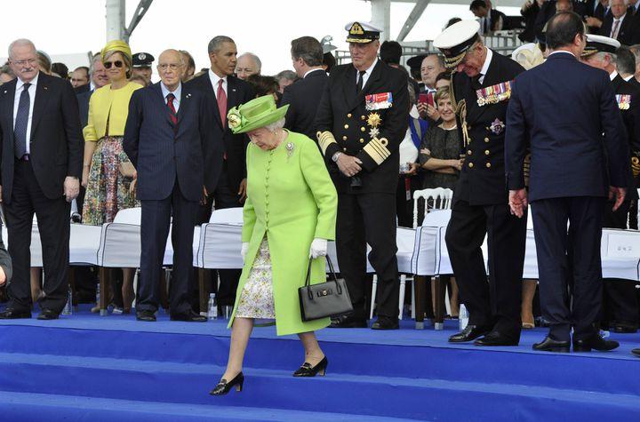 (Dernière grande apparition de la reine d'Angleterre, lors des cérémonies de commémoration du 70ème anniversaire du débarquement en Normandie, l'année dernière.  © Maxppp)