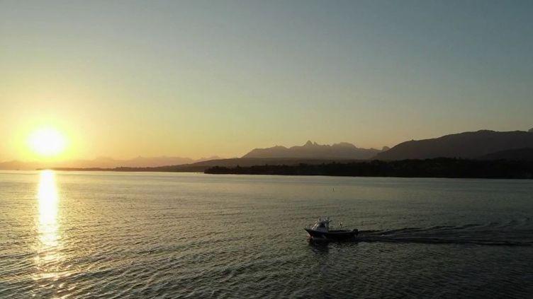 Célèbre pour sa cité médiévale, ses ruelles fortifiées, la vie s'écoule tranquillement à Yvoire, en Haute-Savoie, sur les bords du lac Léman. (FRANCE 2)