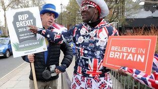 Pro et anti Brexit ont manifesté le 13 mars 2019 à Londres. (ISABEL INFANTES / AFP)