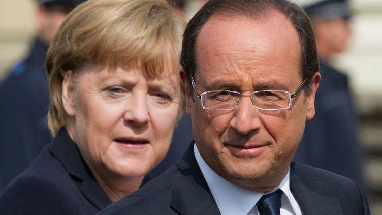 La chancelière allemande, Angela Merkel et le président français, François Hollande, se sont retrouvés à Ludwigsburg (Allemagne), à l'occasion des 50 ans de l'amitié franco-allemande, samedi 22 septembre. (MARIJAN MURAT / DPA / AFP)